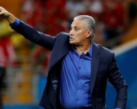 Watch: Brazilian coach Tite falls after Brazil's victory over Costa Rica