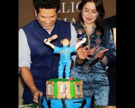 Sachin eats birthday cake, releases book, tells many stories