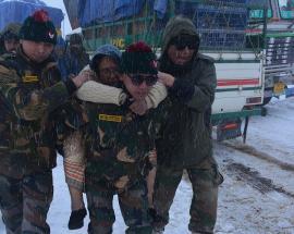 Heavy snowfall lashes Tawang, Army rescues 680 tourists