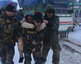 Heavy snowfall lashes Tawang, Army rescues 680 tourists