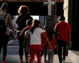 US unable to reunite young migrant children with families