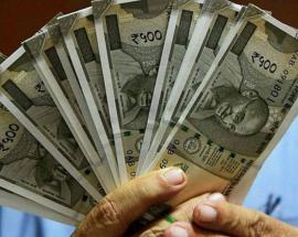 India not worried about weak rupee: Finance ministry official