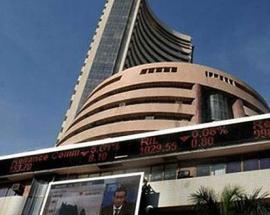 Sensex skids 224 points on global financial turmoil