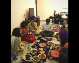 Hindus and Muslims break bread together on iftaar