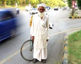 Pakistan elections: What an elderly dates seller has to say