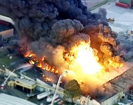 Video: Major fire breaks out in Melbourne warehouse; no casualties