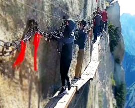 Daring workers change cliffside planks at Huashan Mountain