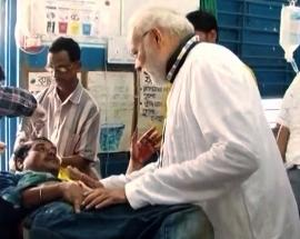 20 injured as tent collapses during Modi's Midnapore rally, PM visits hospital